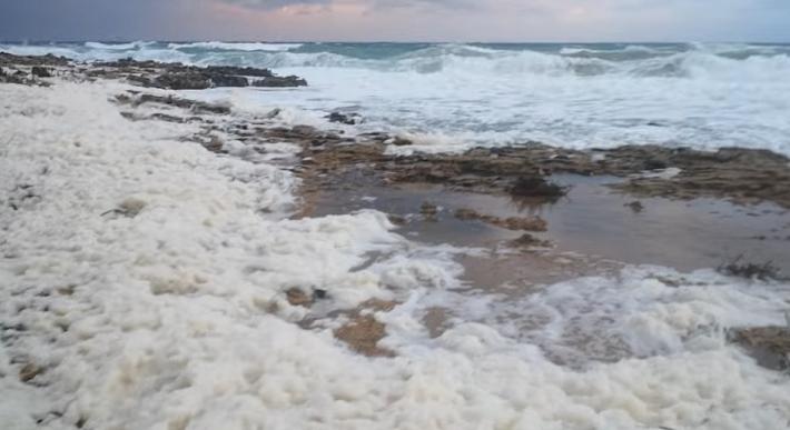 Φαινόμενο «Cappuccino coast» στο Παραλίμνι; (VIDEO)